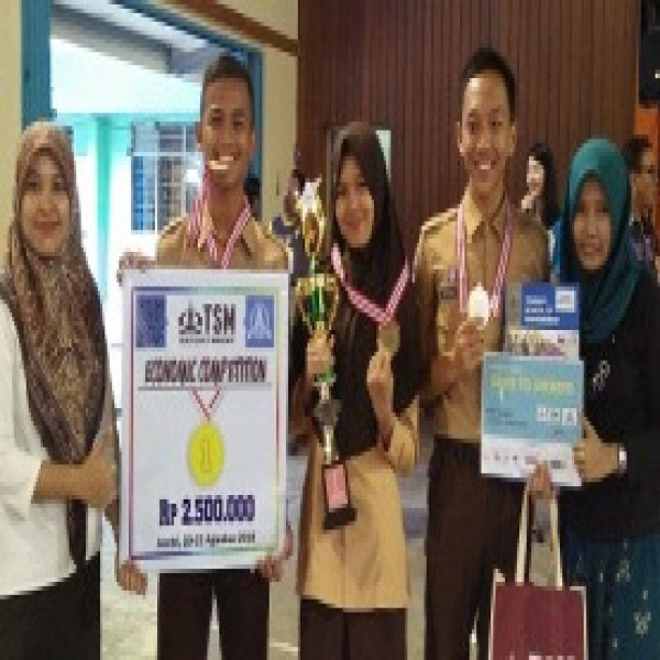 Juara I LCC Ekonomi